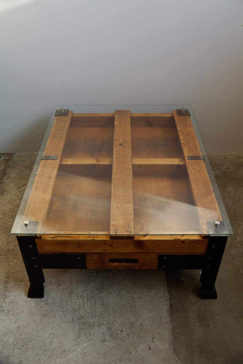 industrial pallet coffee table with glass top for sale at pamono. Black Bedroom Furniture Sets. Home Design Ideas