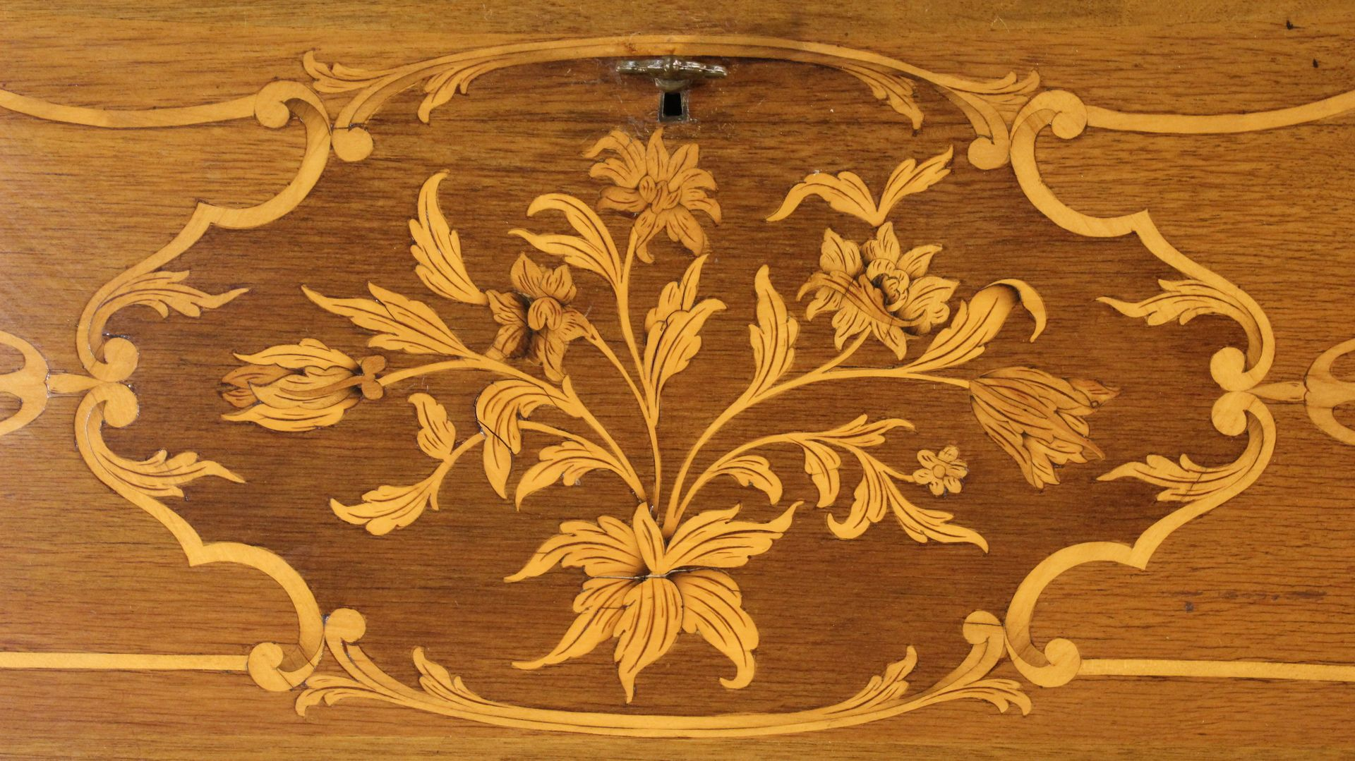 vintage piedmontese walnut bureau for sale at pamono. Black Bedroom Furniture Sets. Home Design Ideas