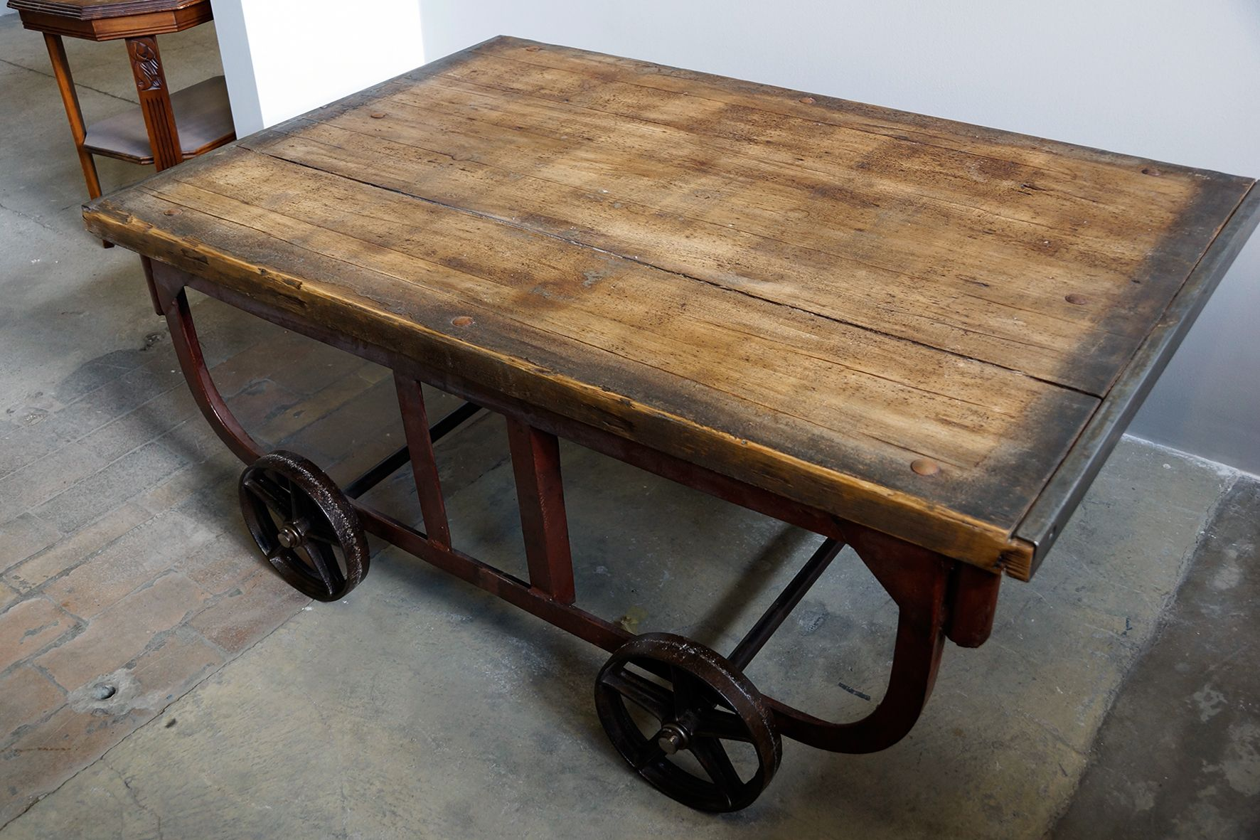 Grande table basse vintage industrielle en vente sur pamono for Grande table basse industrielle