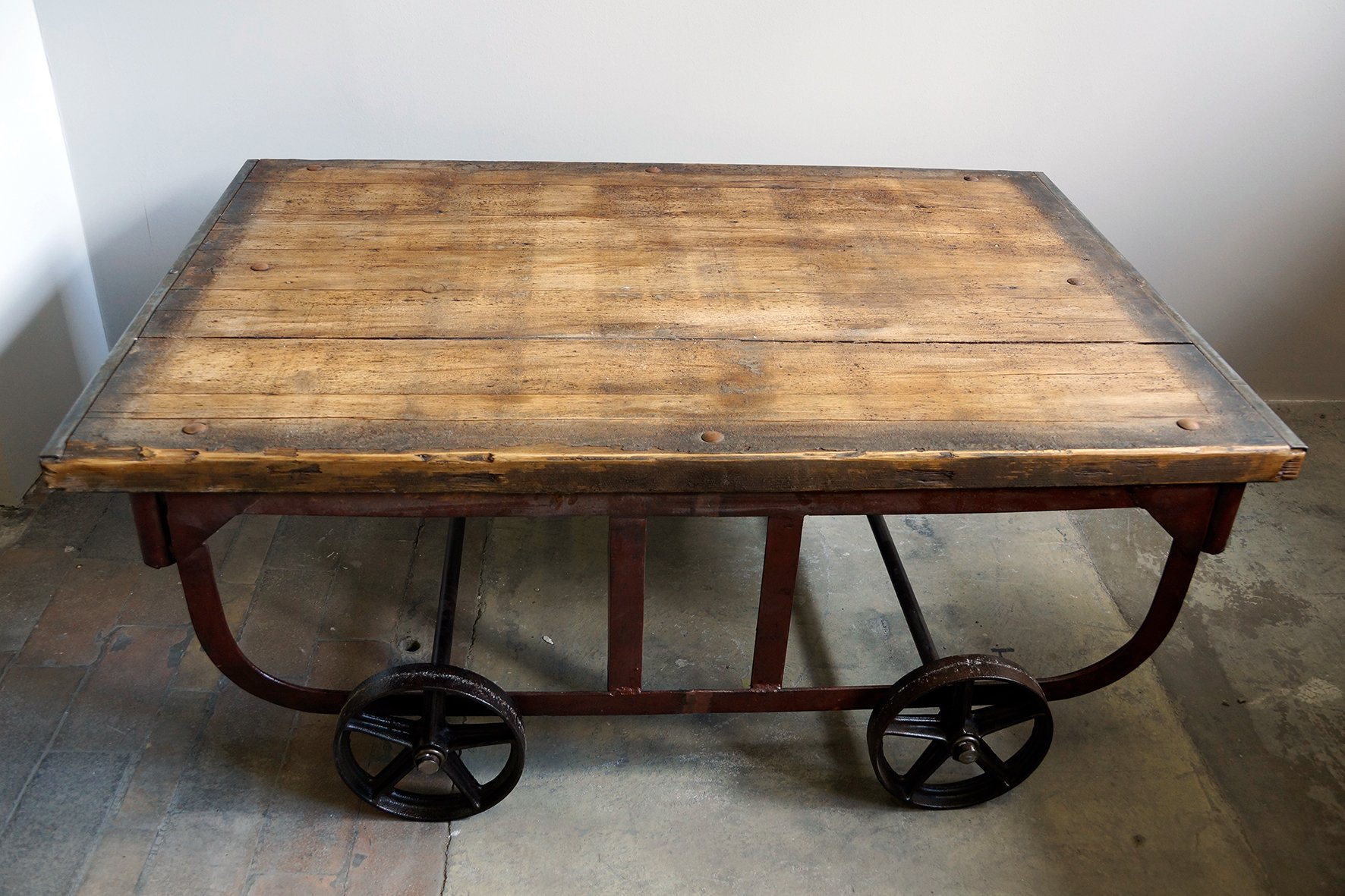 large vintage industrial coffee table for sale at pamono. Black Bedroom Furniture Sets. Home Design Ideas