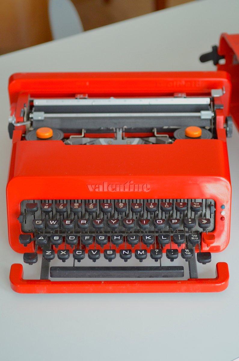 machine ecrire valentine par ettore sottsass pour olivetti 1960s en vente sur pamono. Black Bedroom Furniture Sets. Home Design Ideas