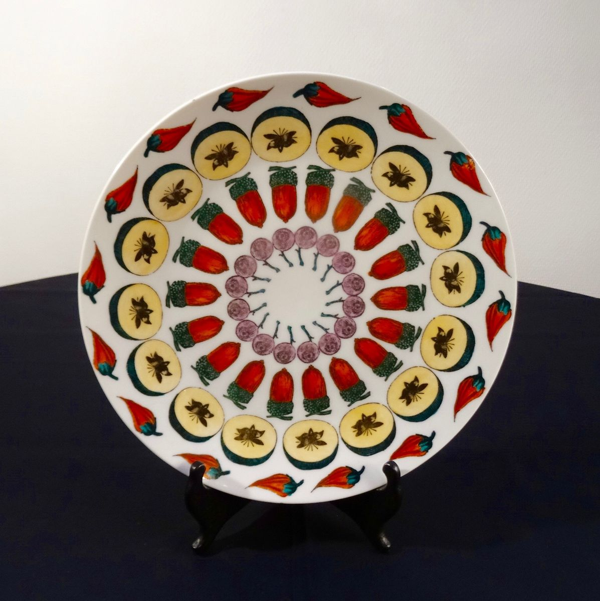 modell carousel of fruit teller von piero fornasetti f r. Black Bedroom Furniture Sets. Home Design Ideas