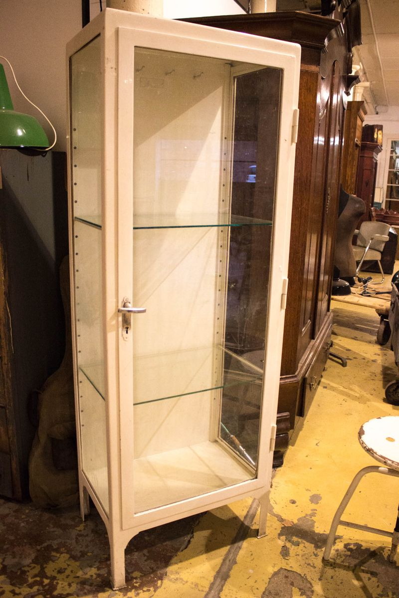 White Vintage Medical Showcase Cabinet, 1963 for sale at Pamono