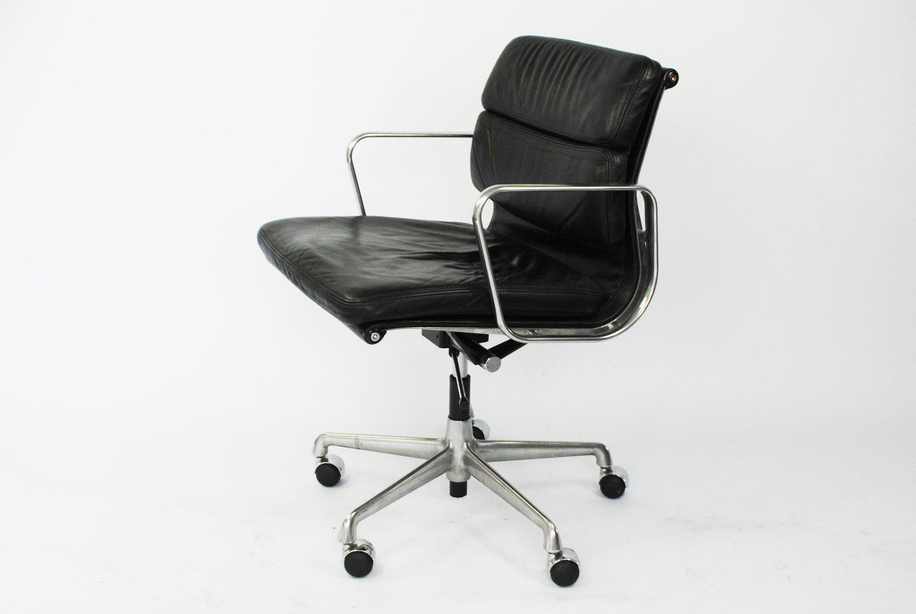 modell ea217 schreibtischstuhl mit polsterung von charles. Black Bedroom Furniture Sets. Home Design Ideas