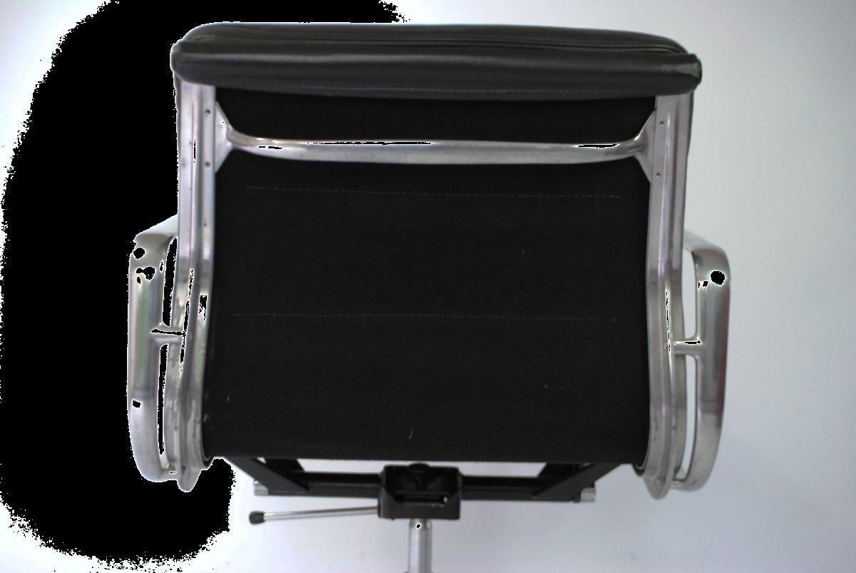 Modell ea217 schreibtischstuhl mit polsterung von charles for Eames schreibtischstuhl