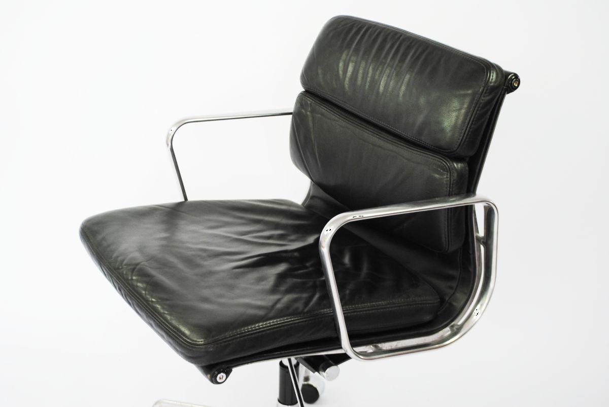 chaise de bureau soft pad management ea217 par charles et ray eames pour herman miller en vente. Black Bedroom Furniture Sets. Home Design Ideas