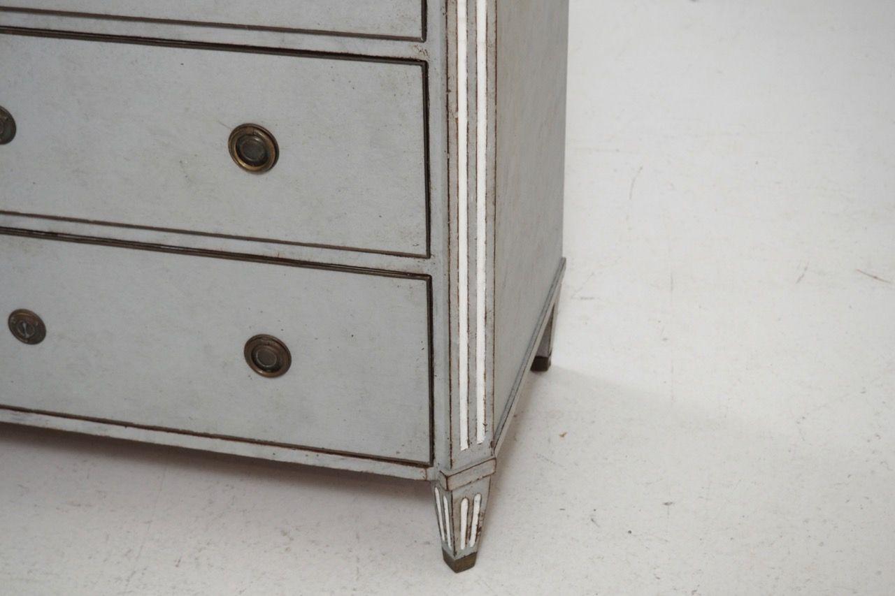 antike gustavianische kommode mit marmorplatte bei pamono kaufen. Black Bedroom Furniture Sets. Home Design Ideas