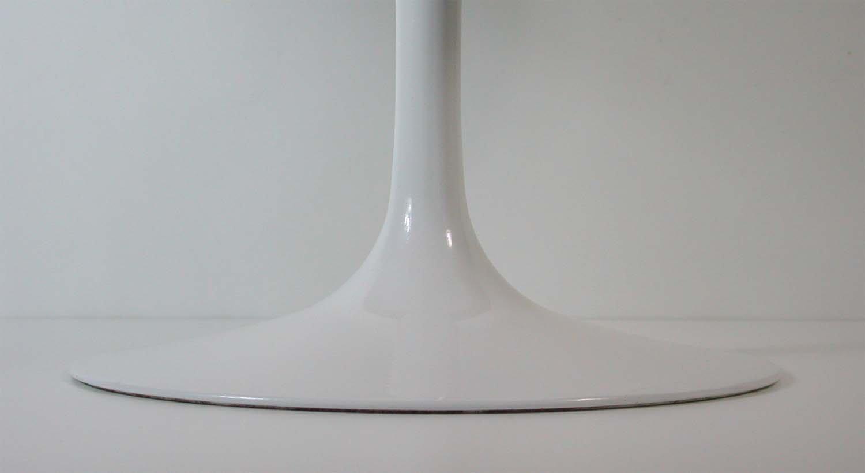 Couchtisch mit Geschwungenem Gestell von Eero Saarinen für
