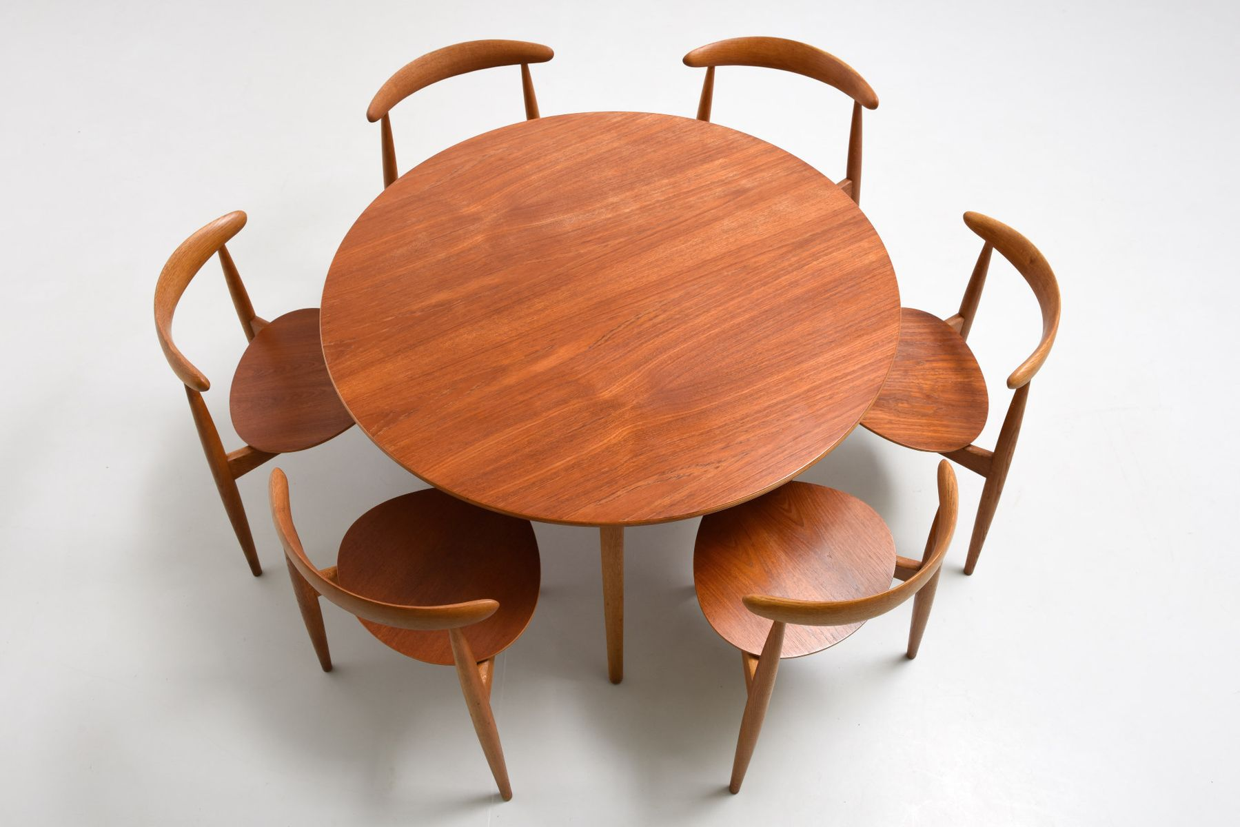 teak dining table and heart chairs by hans j wegner for. Black Bedroom Furniture Sets. Home Design Ideas