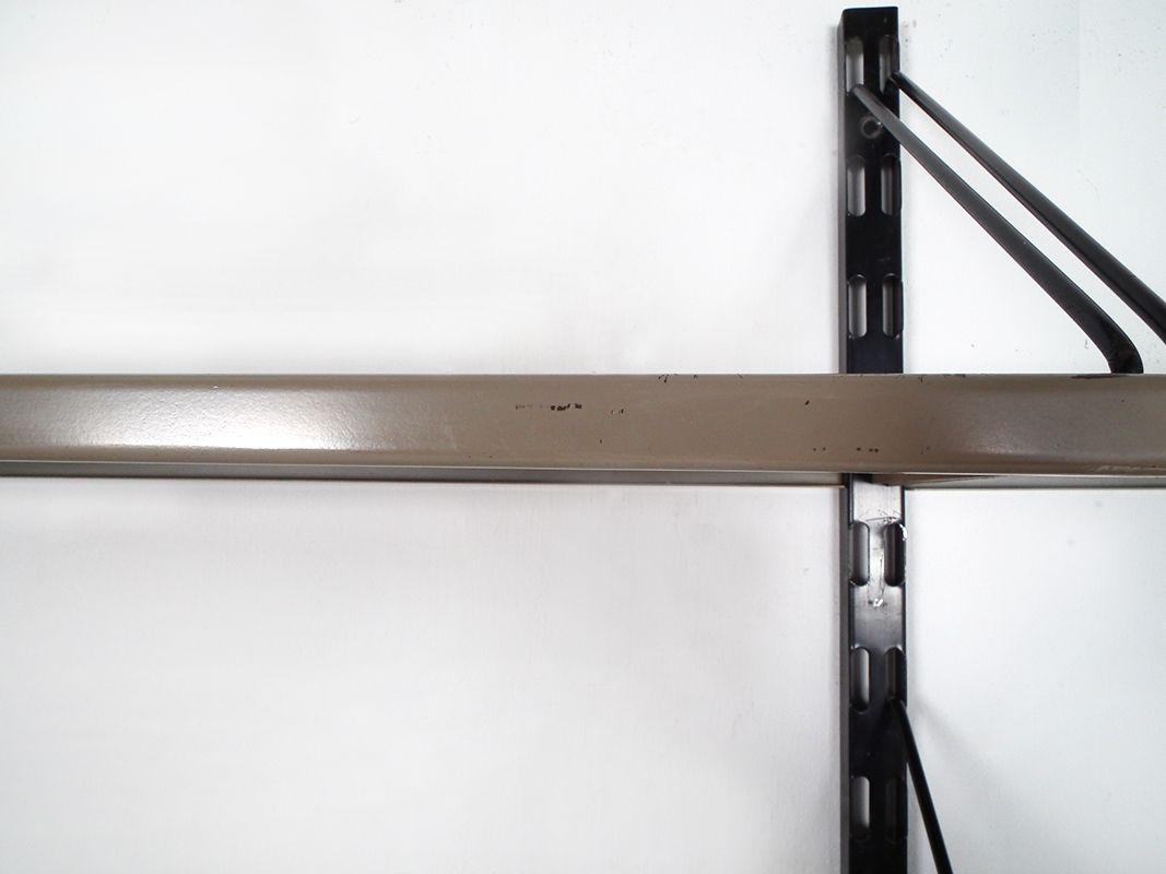 metall wand regal system von pilastro 1960er bei pamono kaufen. Black Bedroom Furniture Sets. Home Design Ideas