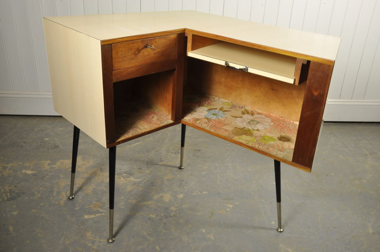 Vintage french mid century dressing table for sale at pamono for 90cm dressing table