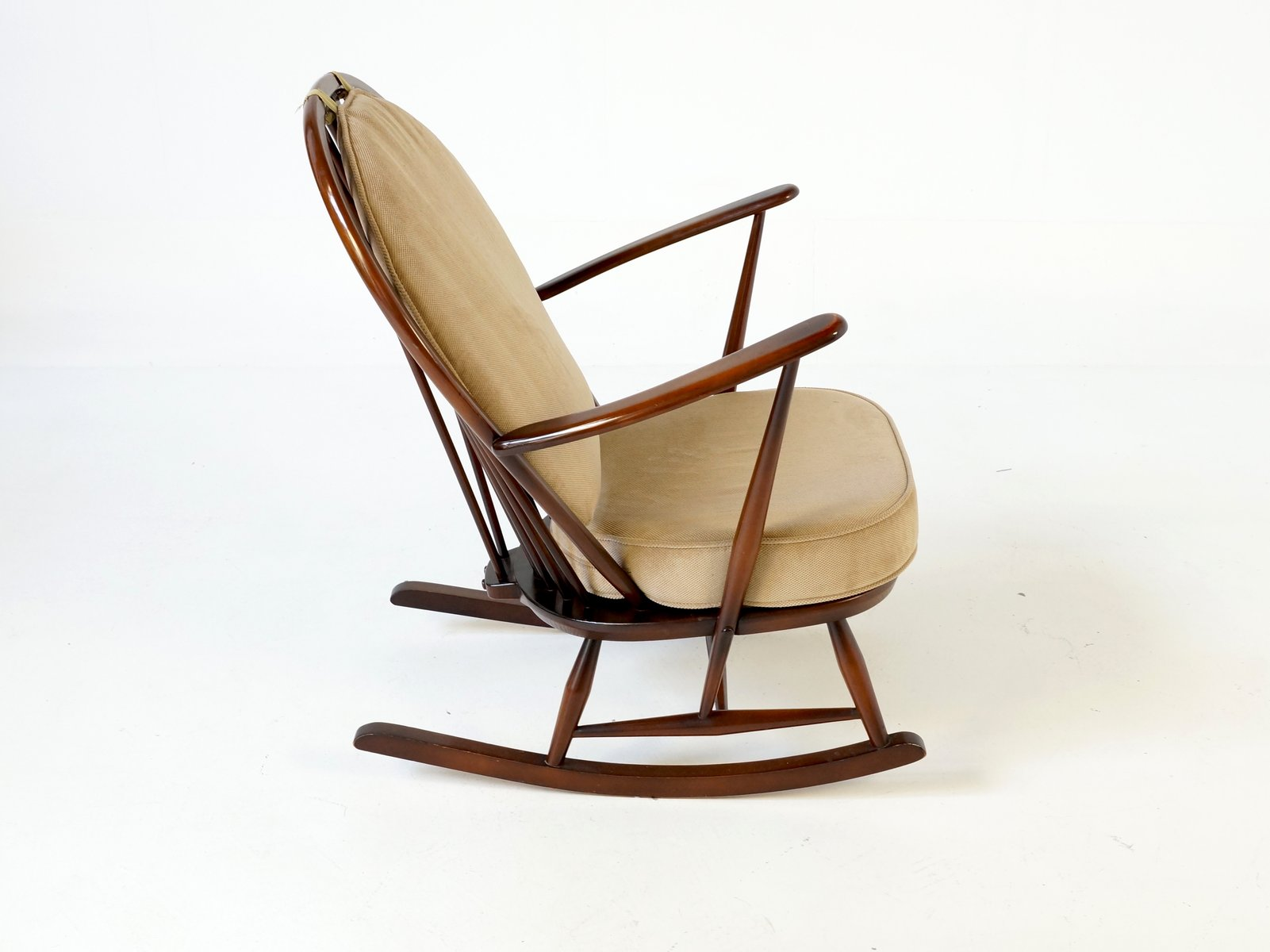 fleur de lys rocking chair by ercol for sale at pamono. Black Bedroom Furniture Sets. Home Design Ideas