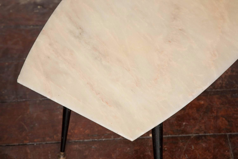 Table basse avec plateau en marbre italie 1950s en vente for Table basse plateau marbre
