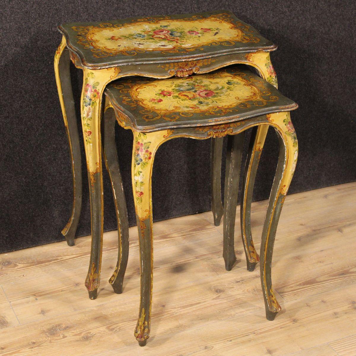 tables gigognes vintage v nitiennes peintes set de 2 en. Black Bedroom Furniture Sets. Home Design Ideas