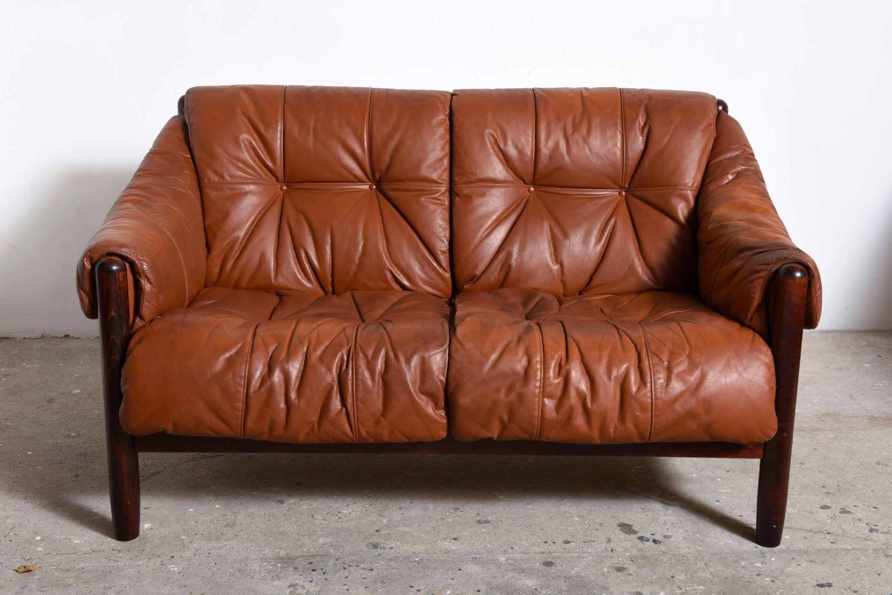 skandinavisches palisander leder zweisitzer sofa 1960er bei pamono kaufen. Black Bedroom Furniture Sets. Home Design Ideas