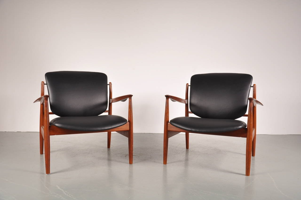FD 136 Easy Chairs by Finn Juhl for France amp Son 1950s Set of 2