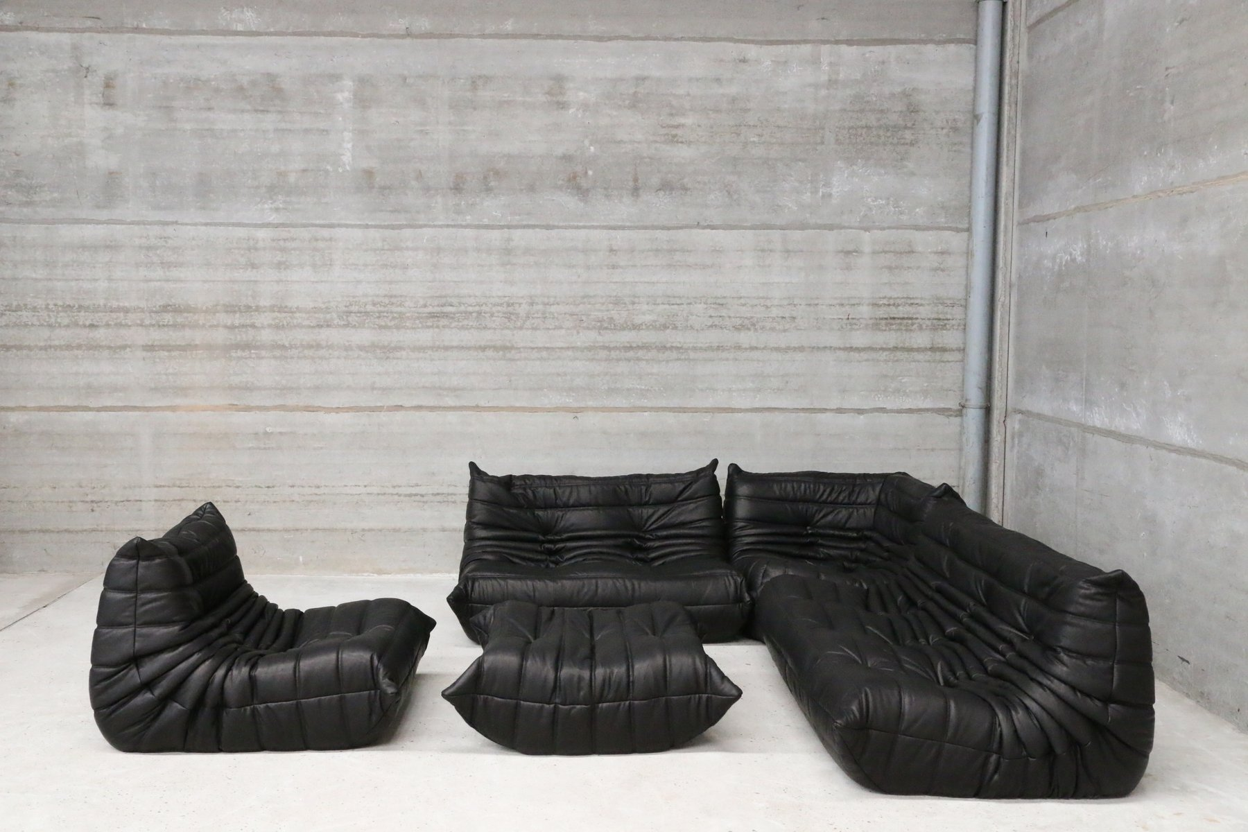 Vintage black leather togo lounge set by michel ducaroy for Housse togo ligne roset