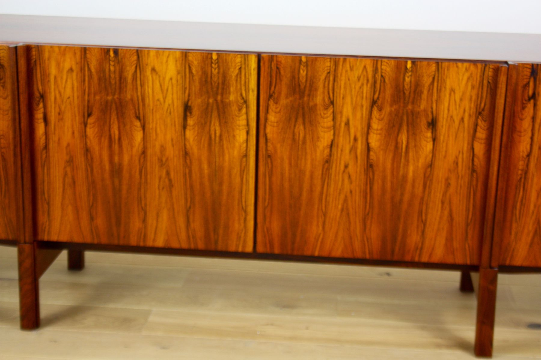 langes sideboard aus palisander von ib kofod larsen f r faarup mobelfabrik 1960er bei pamono kaufen. Black Bedroom Furniture Sets. Home Design Ideas