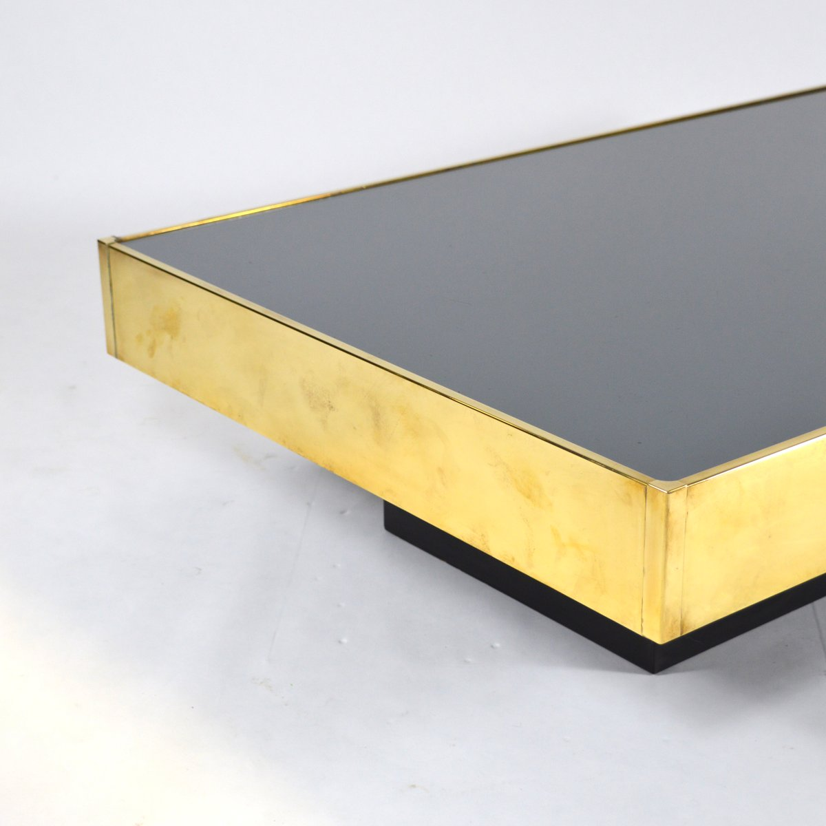 French brass mirror glass coffee table by willy rizzo for Table basse miroir