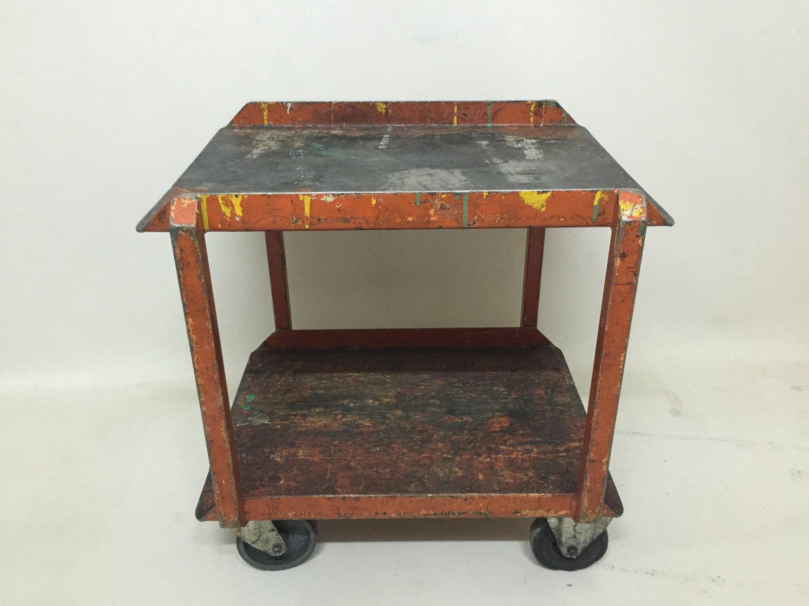 industrieller vintage fabrik beistelltisch auf rollen bei. Black Bedroom Furniture Sets. Home Design Ideas