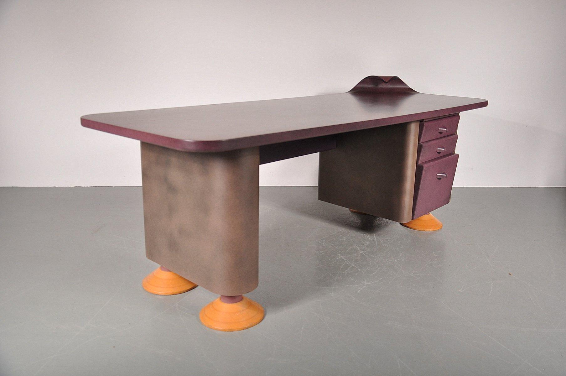 postmoderner schreibtisch mit geschwungener ecke 1980er. Black Bedroom Furniture Sets. Home Design Ideas