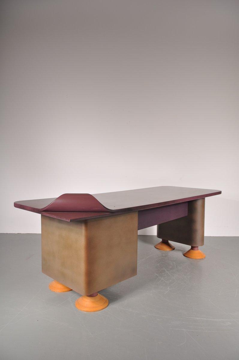 postmoderner schreibtisch mit geschwungener ecke 1980er bei pamono kaufen. Black Bedroom Furniture Sets. Home Design Ideas