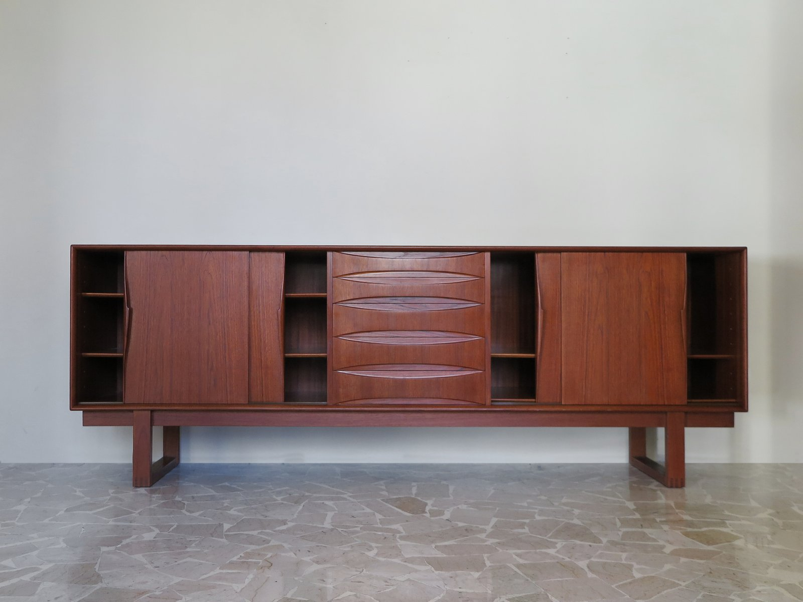 vintage danish teak sideboard by arne vodder for sale at pamono. Black Bedroom Furniture Sets. Home Design Ideas