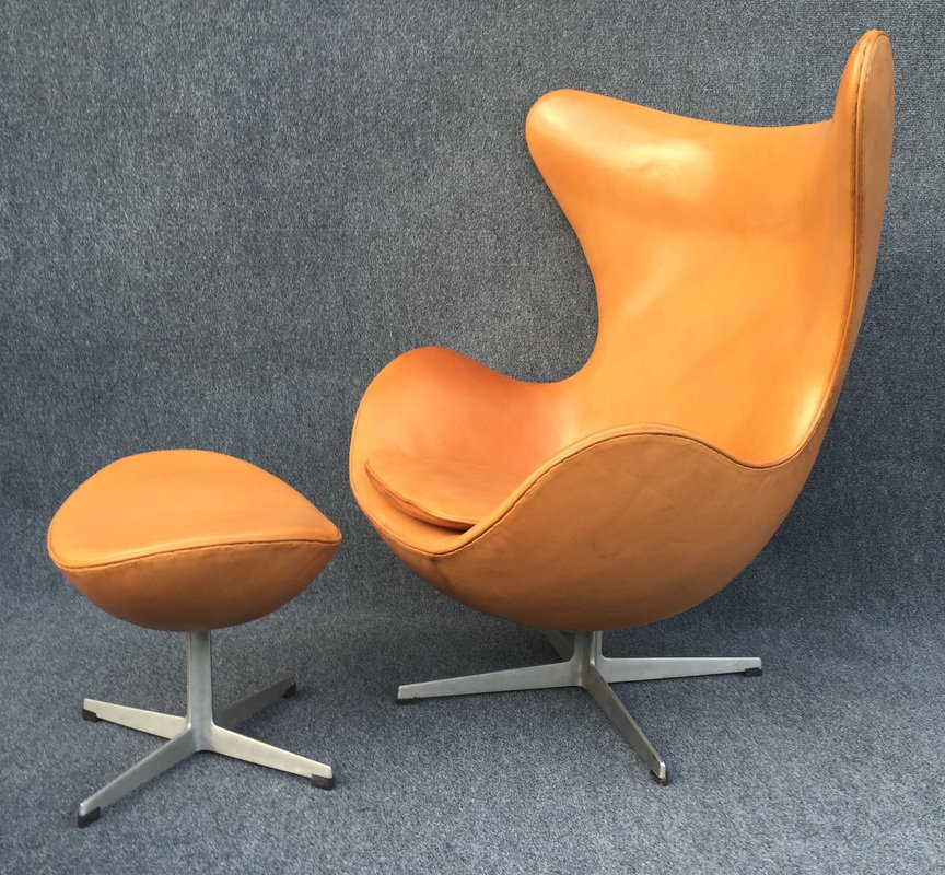 Pale Cognac Egg Chair And Ottoman By Arne Jacobsen For Fritz Hansen For Sale