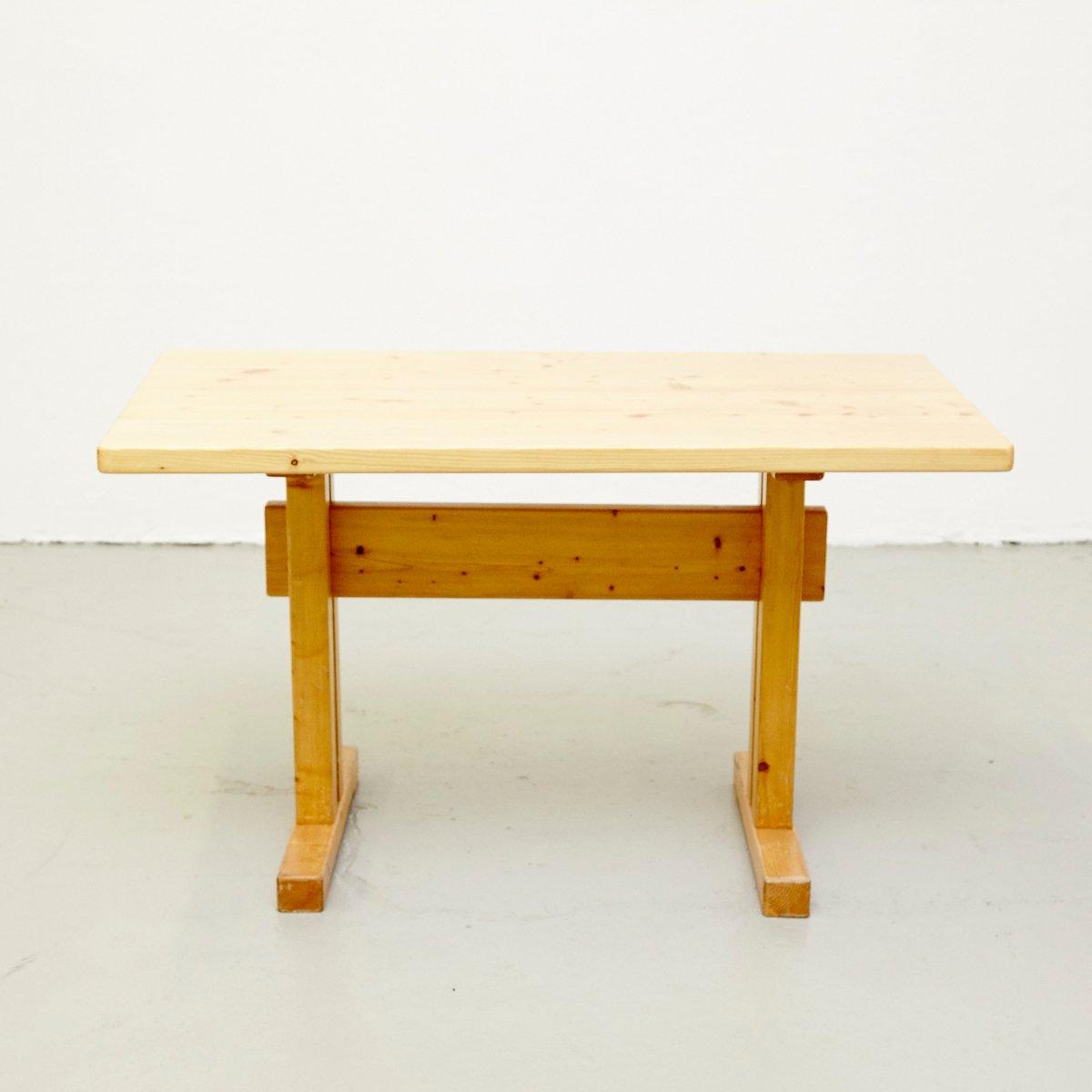 table en pin par charlotte perriand pour les arcs en vente sur pamono. Black Bedroom Furniture Sets. Home Design Ideas