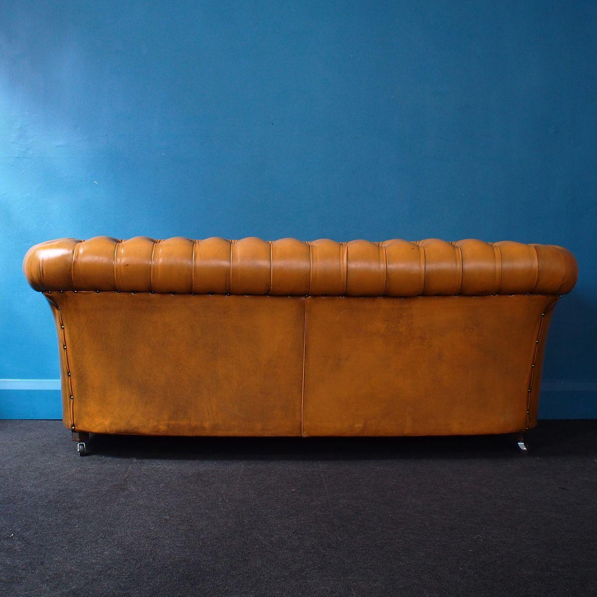 canap chesterfield sur roulettes vintage en cuir 1960s. Black Bedroom Furniture Sets. Home Design Ideas