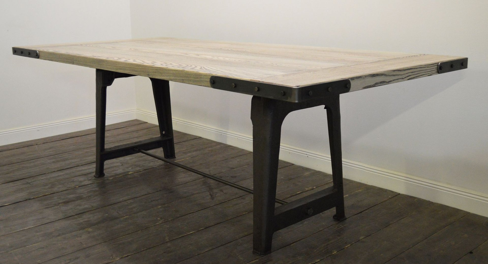 Grande table de salle manger industrielle en fr ne en for Table originale salle manger