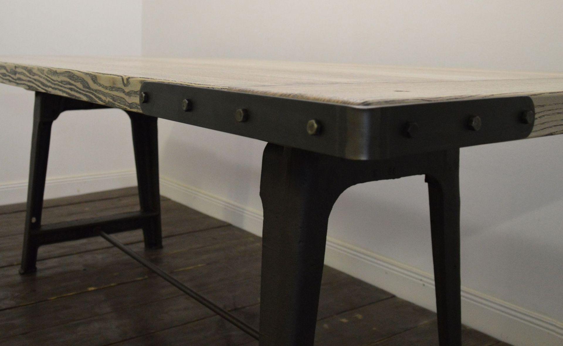 gro er industrieller esstisch aus eschenholz bei pamono kaufen. Black Bedroom Furniture Sets. Home Design Ideas