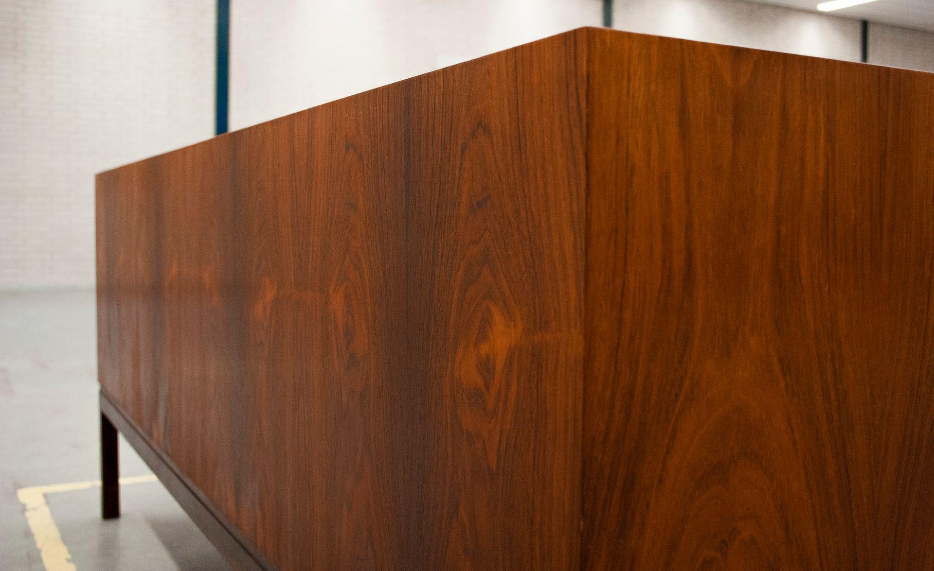 freistehendes palisander sideboard 1969 bei pamono kaufen. Black Bedroom Furniture Sets. Home Design Ideas