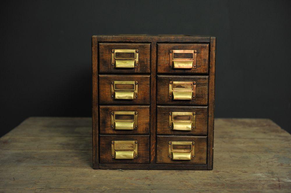 petite bo te de rangement en bois avec huit tiroirs en. Black Bedroom Furniture Sets. Home Design Ideas