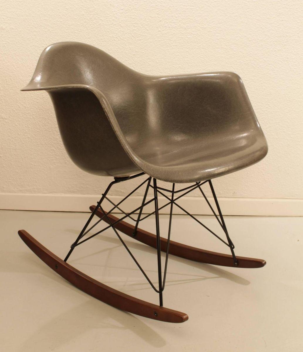grauer rocking chair von charles ray eames f r herman miller 1960er bei pamono kaufen. Black Bedroom Furniture Sets. Home Design Ideas