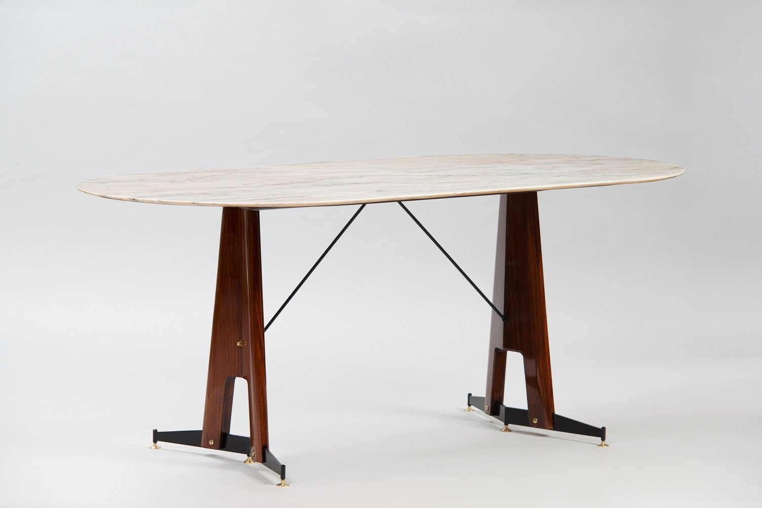 Table salle a manger marbre design for Table salle a manger triangulaire