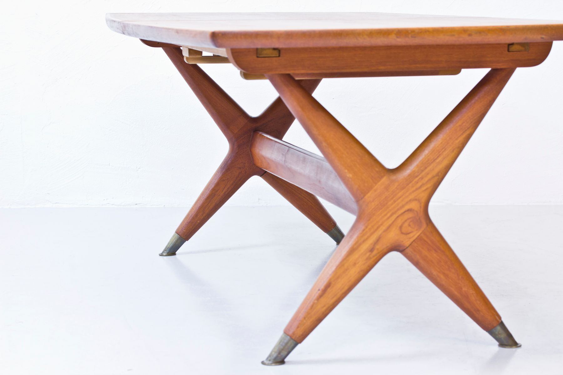 Table salle a manger scandinave for Table salle a manger moderne