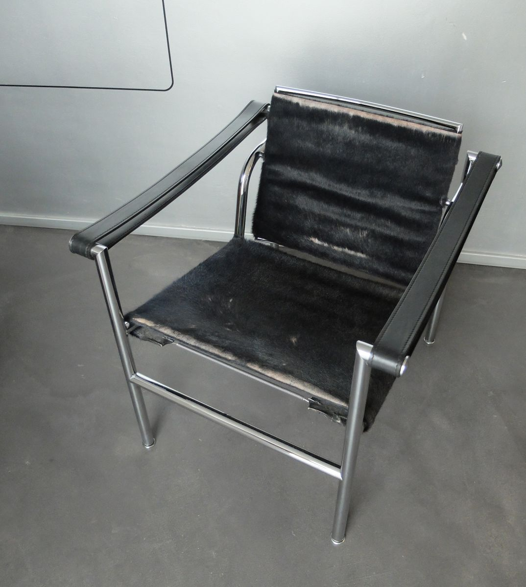 Lc1 lounge chair by le corbusier jeanneret perriand for - Chaise lc1 le corbusier ...