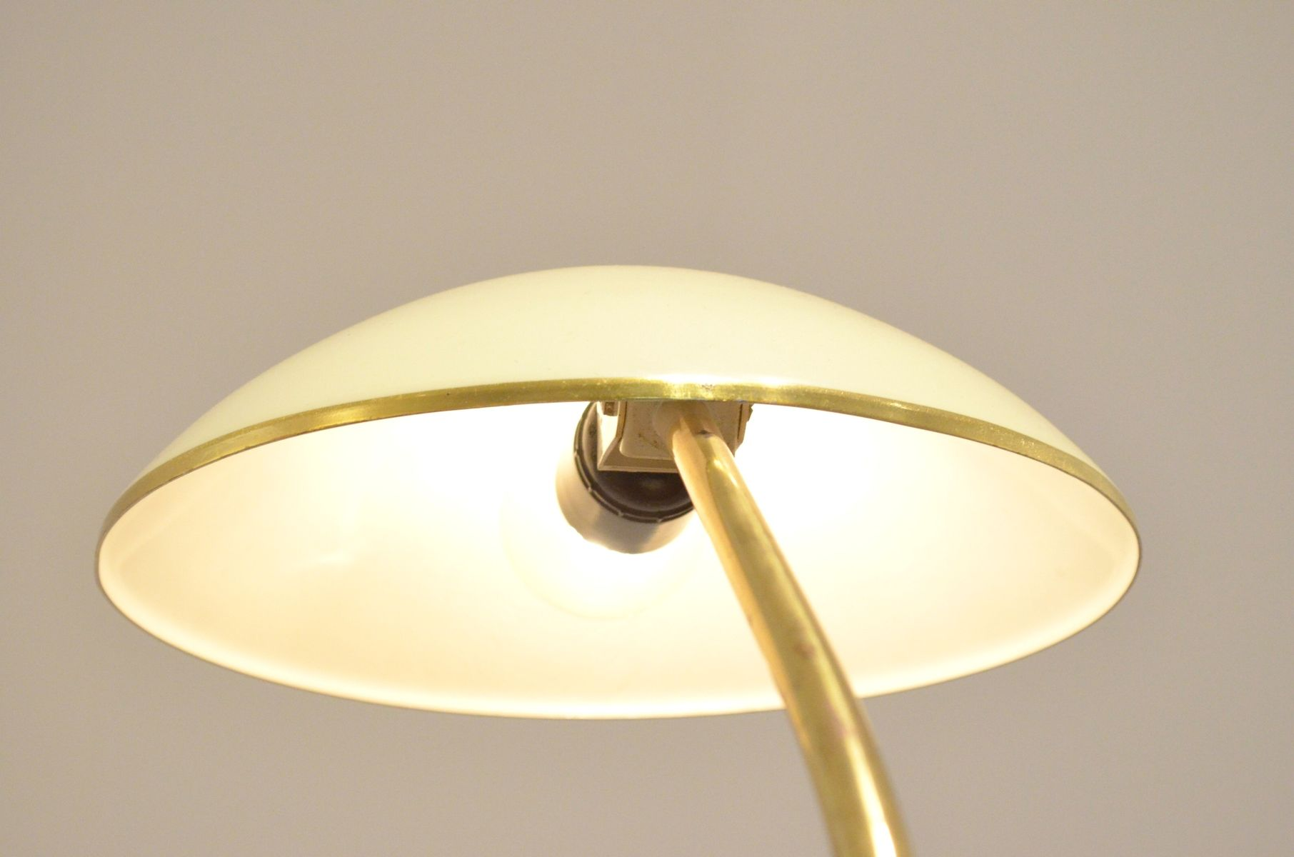 mid century cream brass desk lamp for sale at pamono. Black Bedroom Furniture Sets. Home Design Ideas