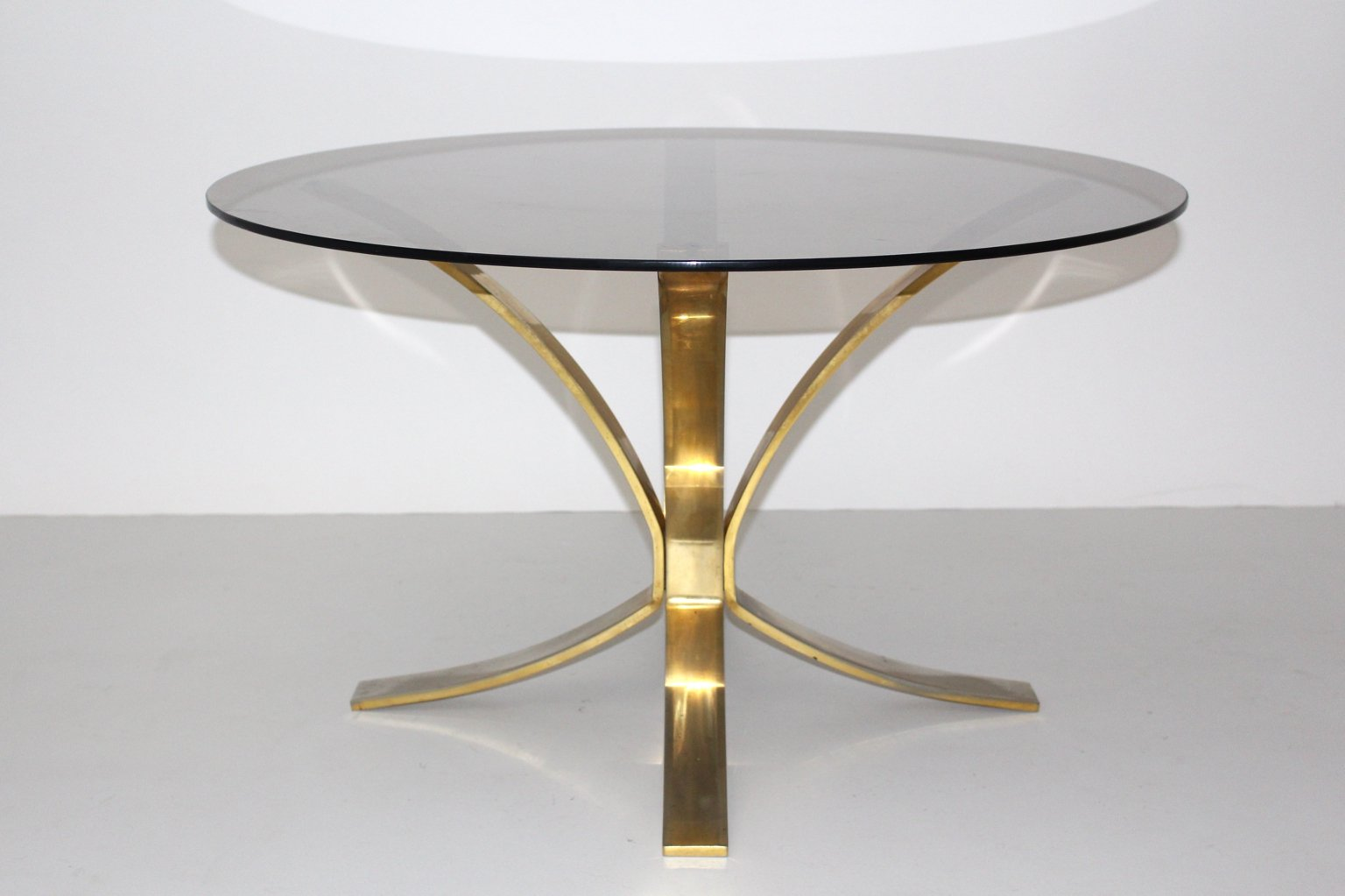 Round coffee table by roger sprunger for dunbar furniture for Round coffee tables for sale