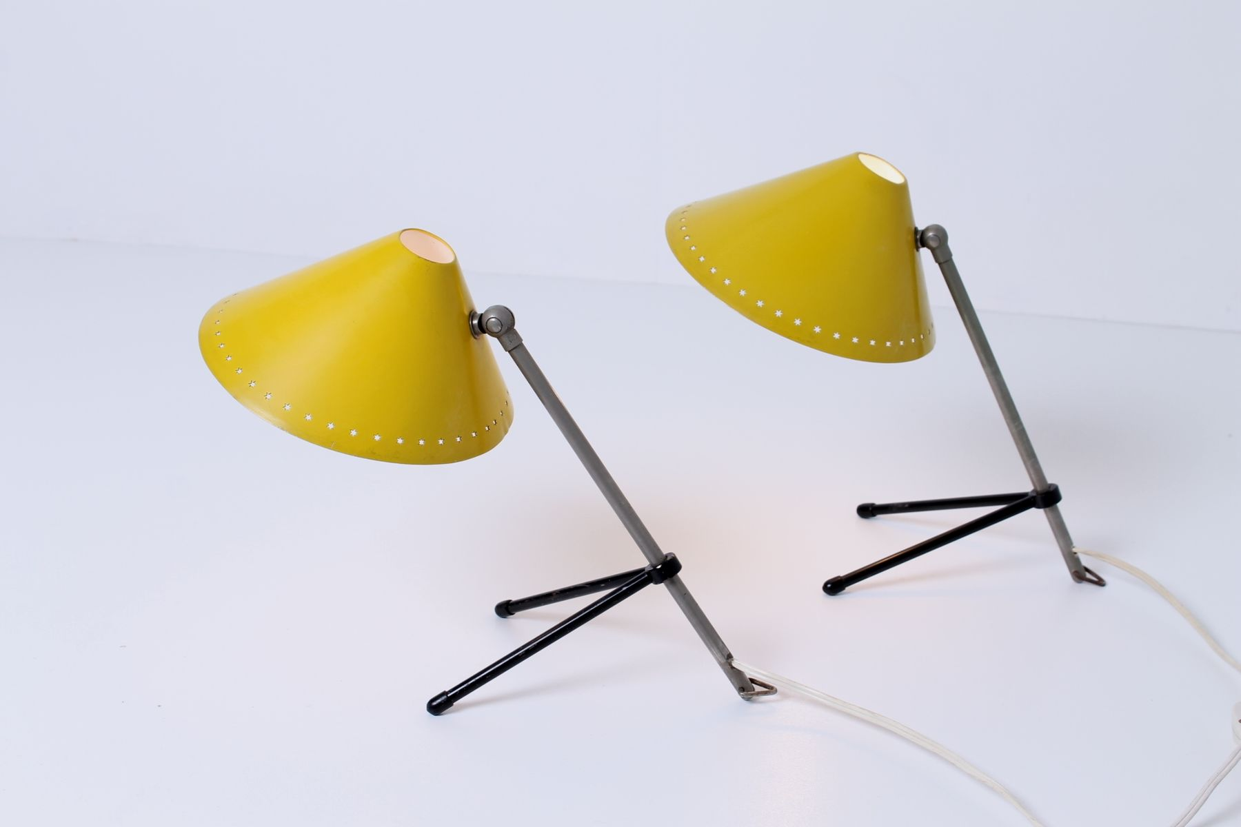 lampe de bureau pinocchio jaune par h busquet pour hala zeist 1950s en vente sur pamono. Black Bedroom Furniture Sets. Home Design Ideas