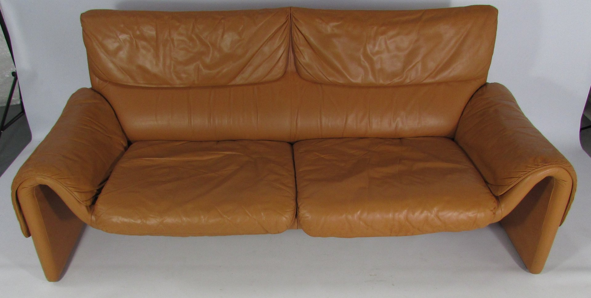 Model ds 2011 tan leather sofa from de sede for sale at pamono for Tan couches for sale