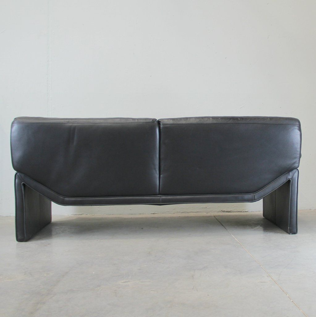 canap en cuir noir italie 1970s en vente sur pamono. Black Bedroom Furniture Sets. Home Design Ideas