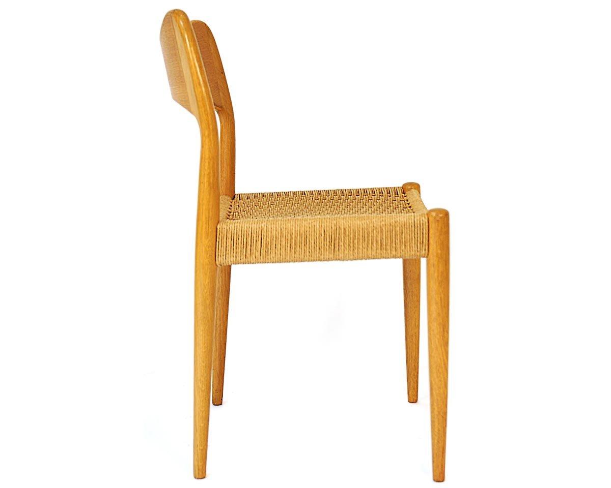 Skandinavischer stuhl aus eichenholz mit geflochtenem sitz - Skandinavischer stuhl ...