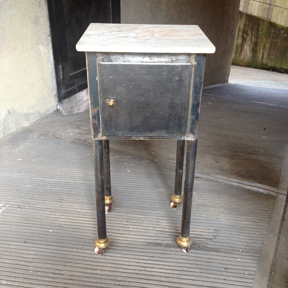 small industrial table with marble top for sale at pamono. Black Bedroom Furniture Sets. Home Design Ideas