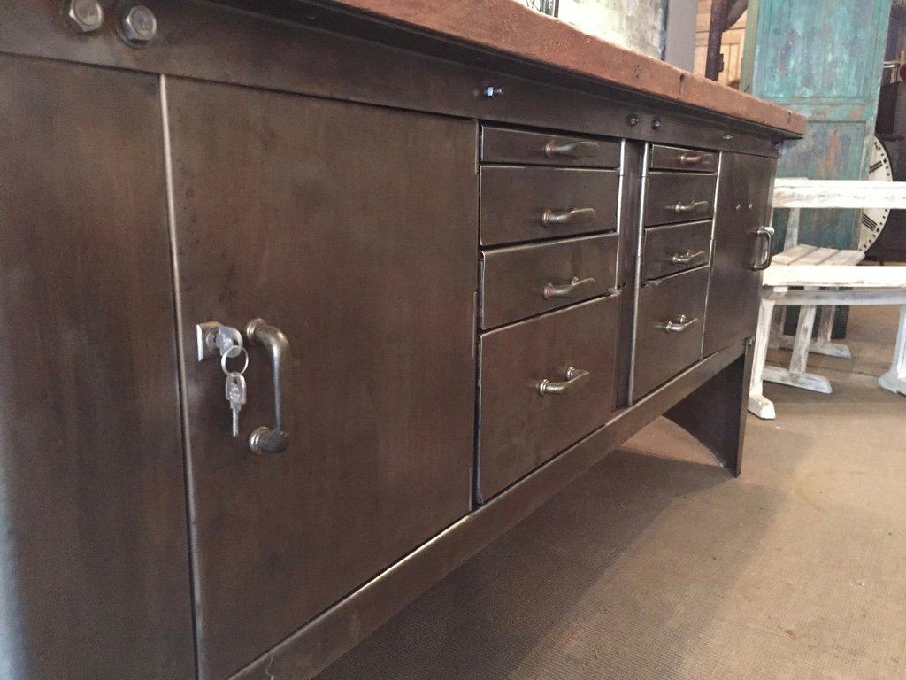 industrielles vintage metall sideboard von atelier biguet bei pamono kaufen. Black Bedroom Furniture Sets. Home Design Ideas