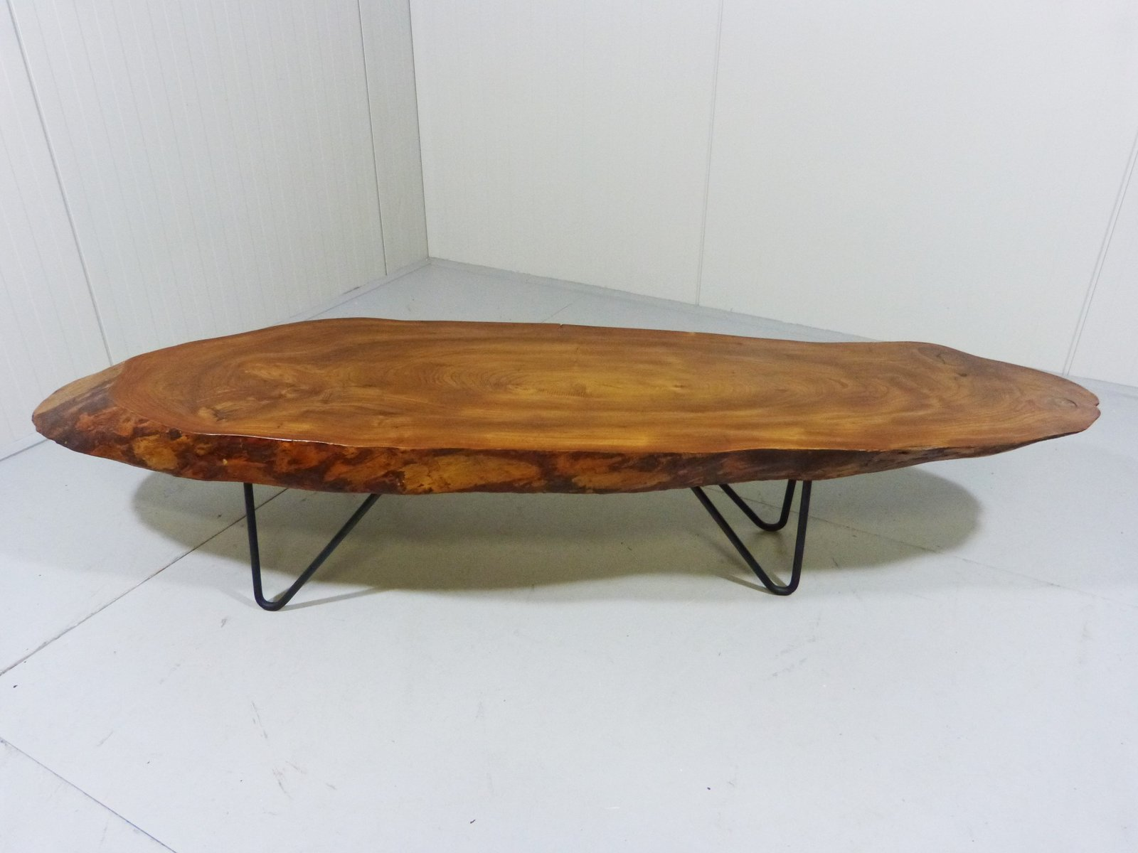 Table basse vintage tronc d 39 arbre avec pieds en epingle en for Pied de table en anglais