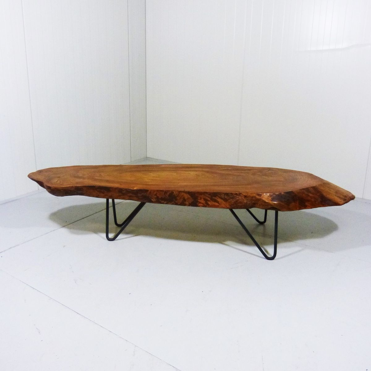 Table basse avec tronc darbre for Table basse 3 pieds