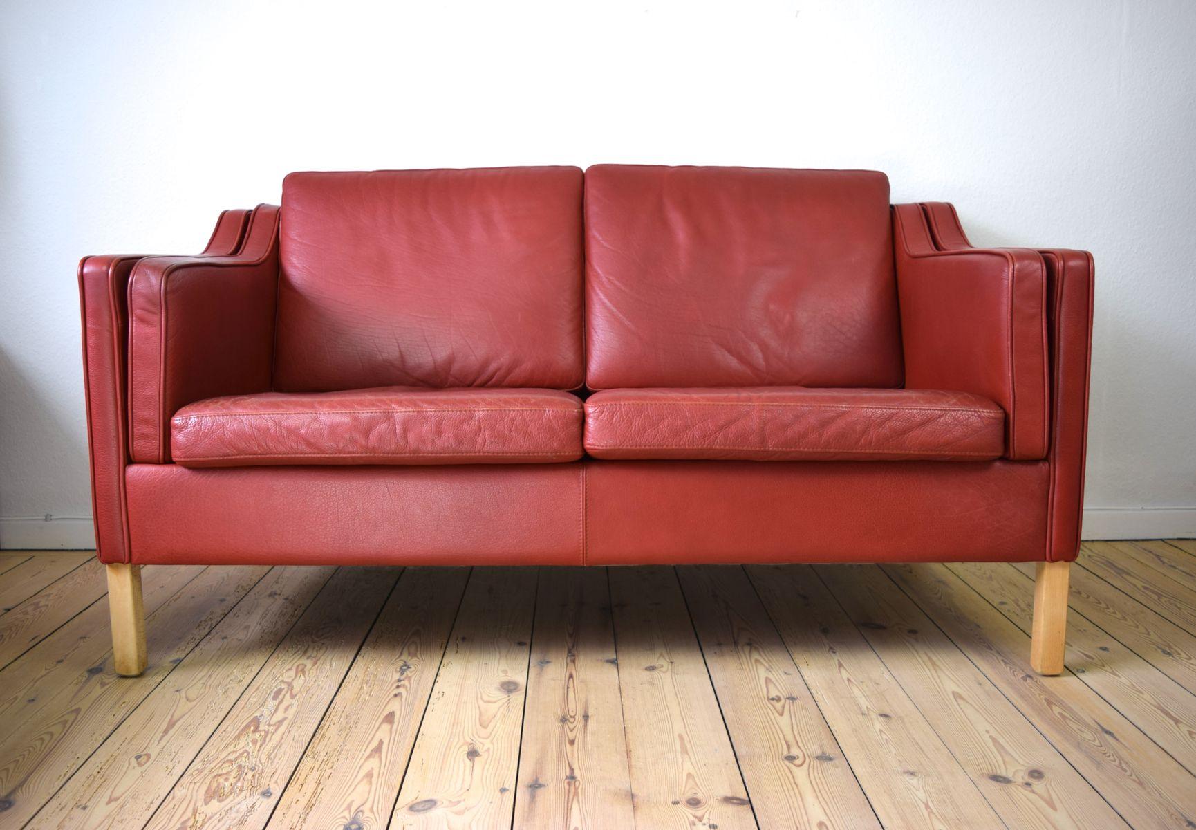 canap vintage en cuir rouge danemark en vente sur pamono. Black Bedroom Furniture Sets. Home Design Ideas