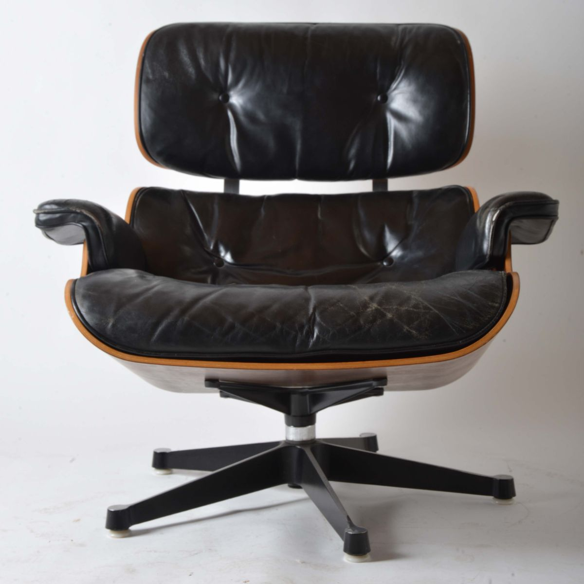 Leather lounge chair by charles and ray eames for herman for Fauteuil charles eames original prix